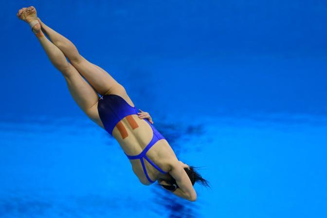 China's He Zi competes in the women's 3m springboard semi-finals during the diving competition at the London 2012 Olympic Games on August 4, 2012 in London.     AFP PHOTO / CHRISTOPHE SIMON