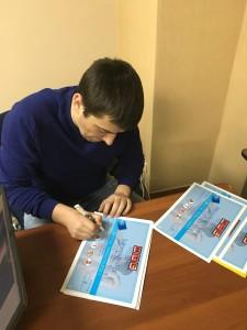 подписываем дипломы участникам